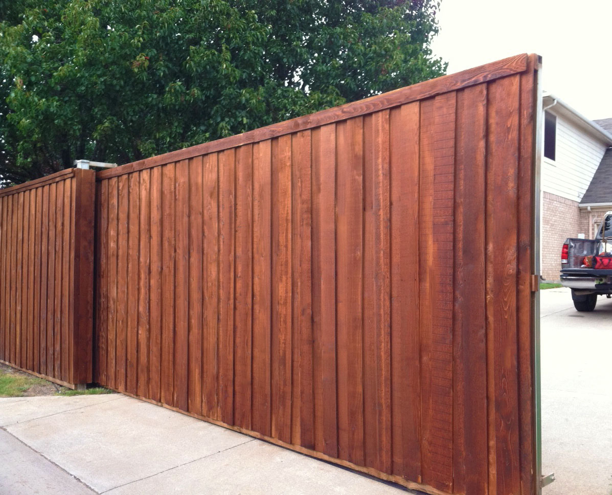 Driveway gate company a better fence company auto driveway gates driveway sliding gates solutioingenieria Image collections