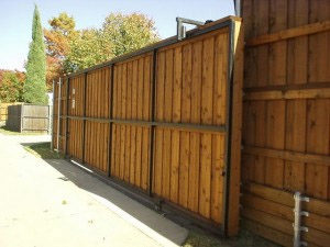 Frisco fence companies a better fence company frisco for Building a sliding gate for a driveway